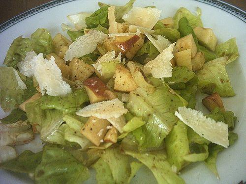 Ricetta: Lattuga con mela e parmigiano