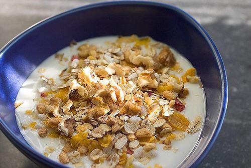 Muesli: Frutta secca, frutta e cereali.